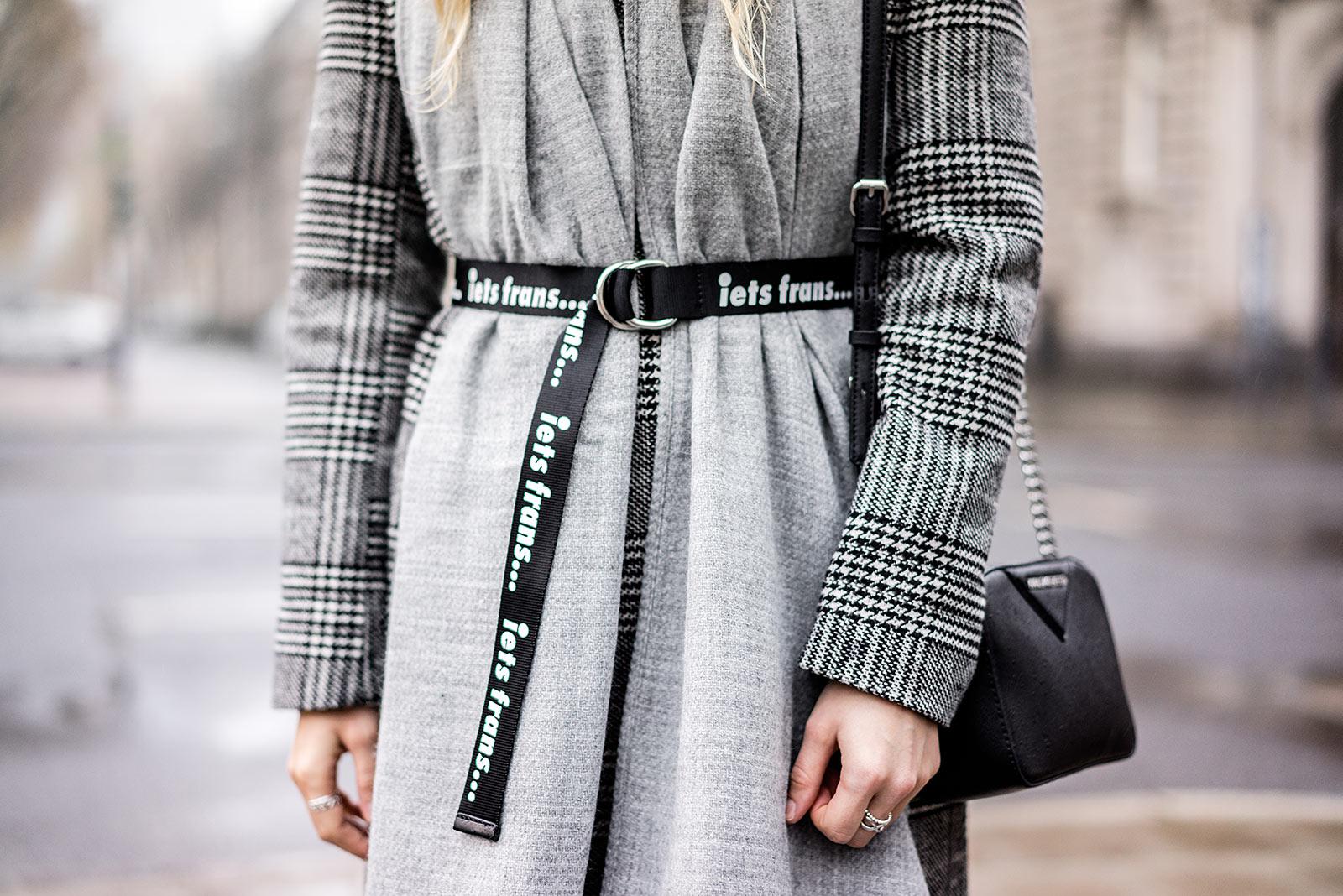 Gürtel über Mantel mit Schriftzug Winter-Accessoires Outfit Sunnyinga