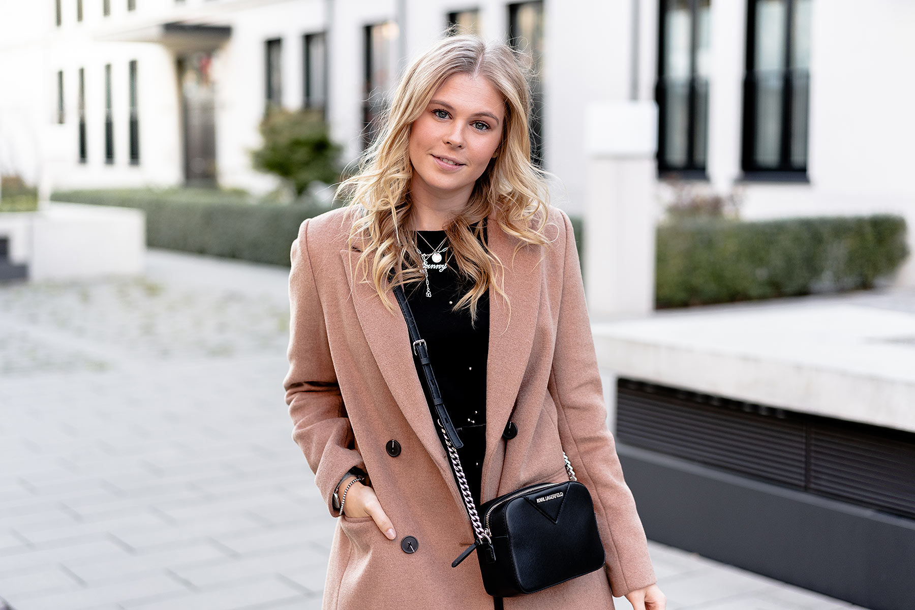 herbst look camel coat reserved fashion blogger sunnyinga