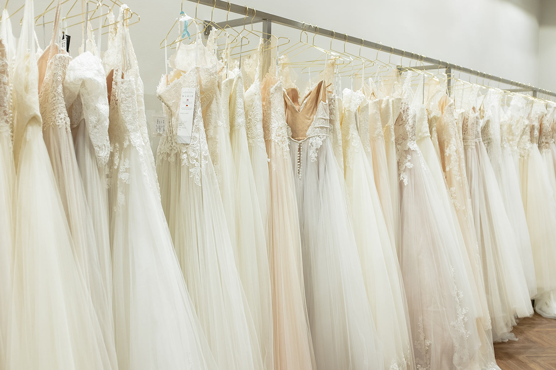 hochzeitskleider brautblüte düsseldorf wedding blog sunnyinga