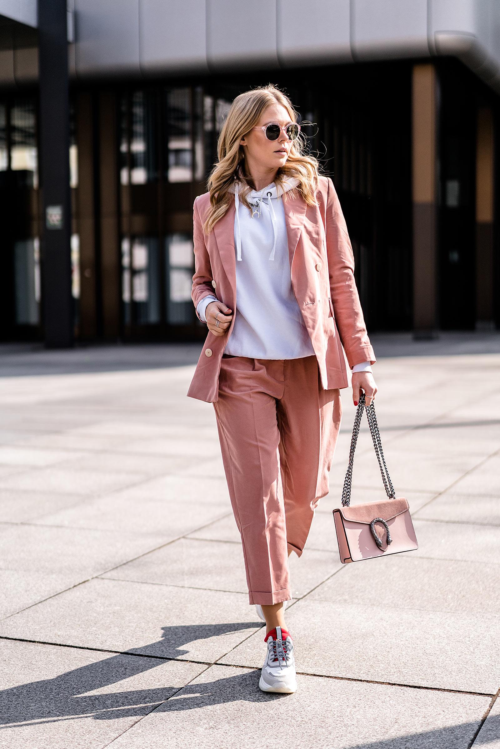 hosenanzug pastellfarbe frauen trend frühling modeblog sunnyinga