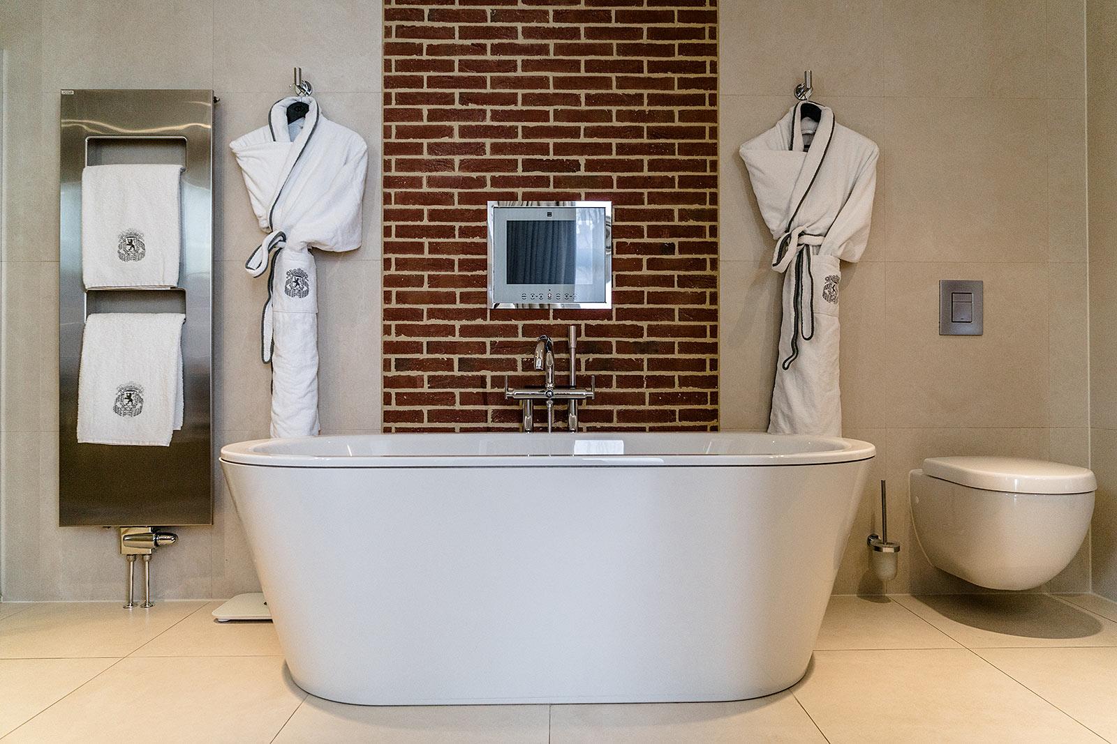 hotel amsterdam badezimmer badewanne sofitel the grand amsterdam travel blog sunnyinga