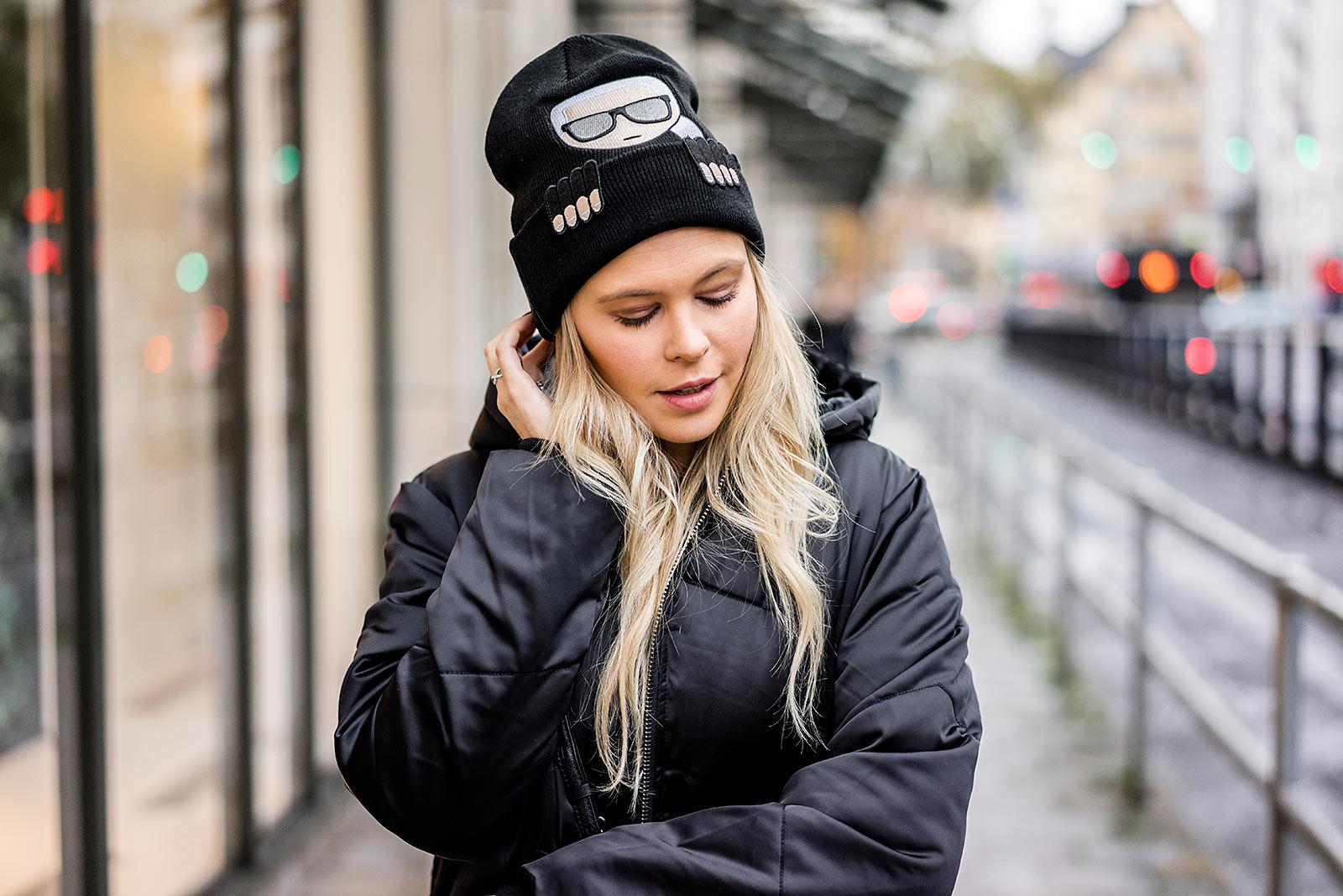 Karl Lagerfeld Mütze schwarz Outfit Winter Fashion Bloggerin Sunnyinga