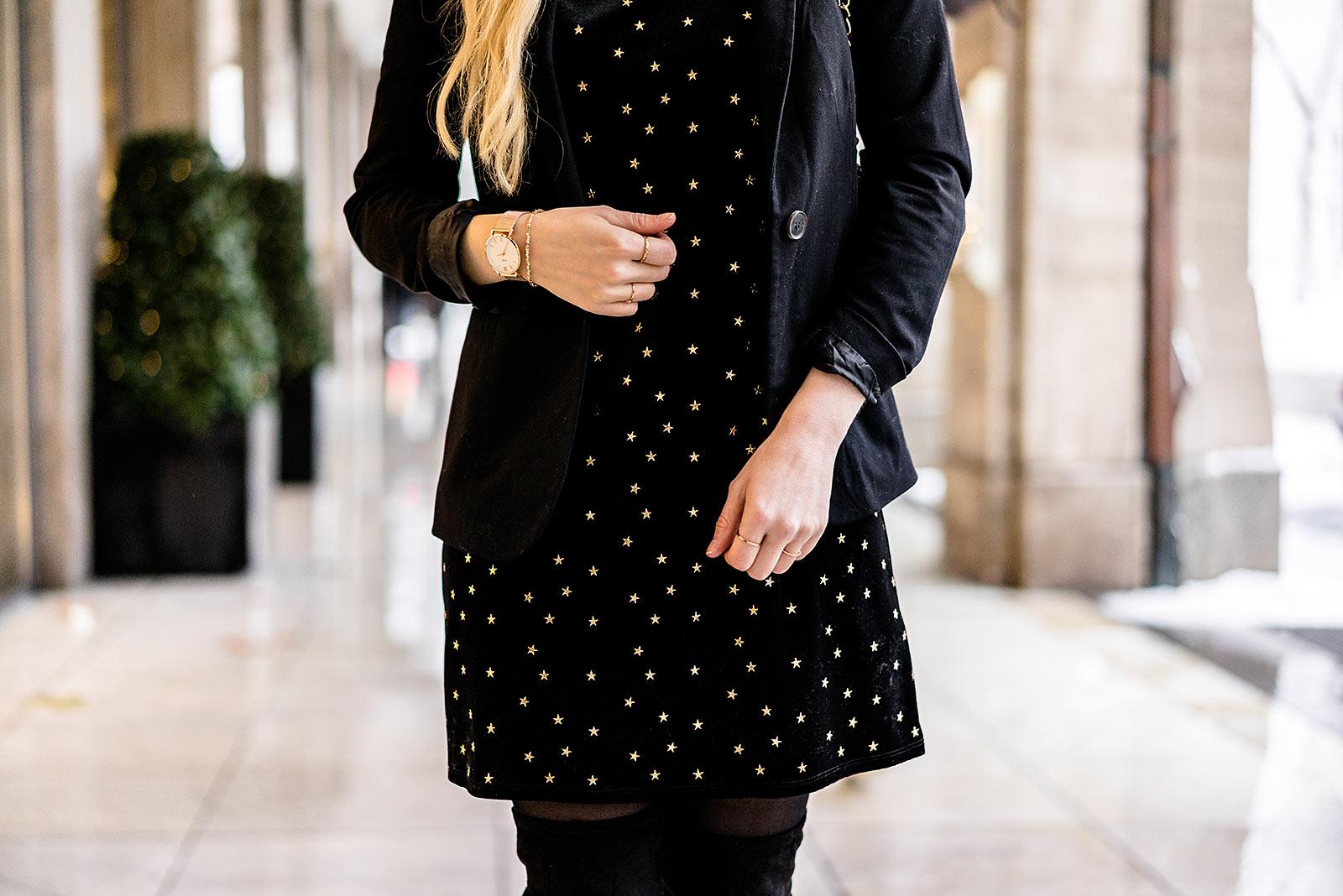 Kleid aus Samt goldene Accessoires Fashion Blog Sunnyinga