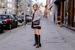 kniehohe stiefel schwarz lederkleid outfit fashion blogger sunnyinga