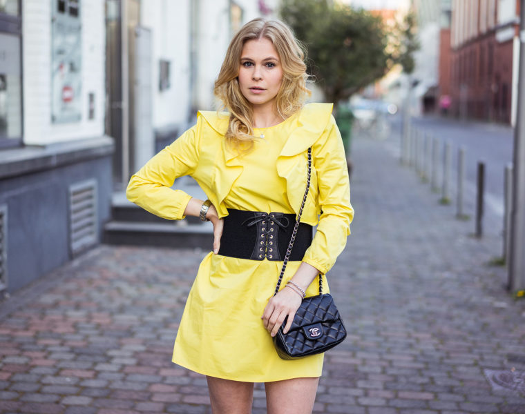 Korsettgürtel Rüschenkleid Fashionblog Sunnyinga Düsseldorf