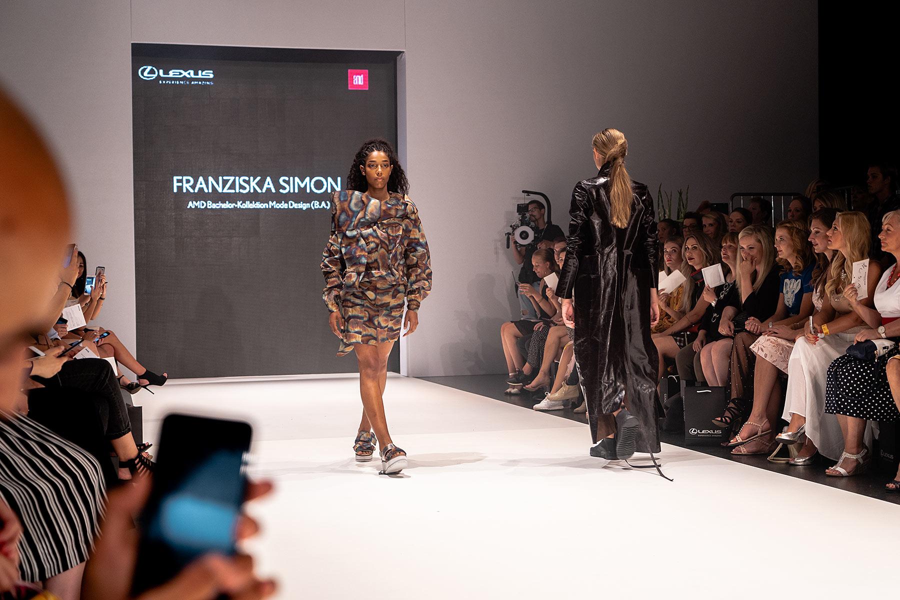 lexus 3d show platform fashion juli 2018 sunnyinga