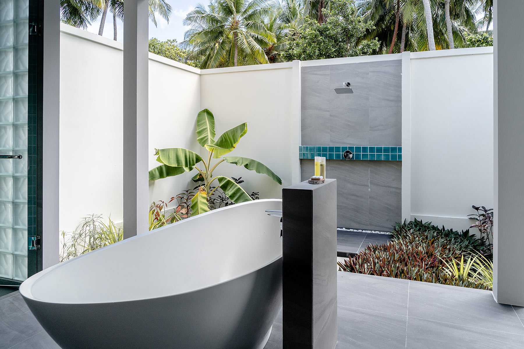 malediven badezimmer im freien dhigali travel blog sunnyinga