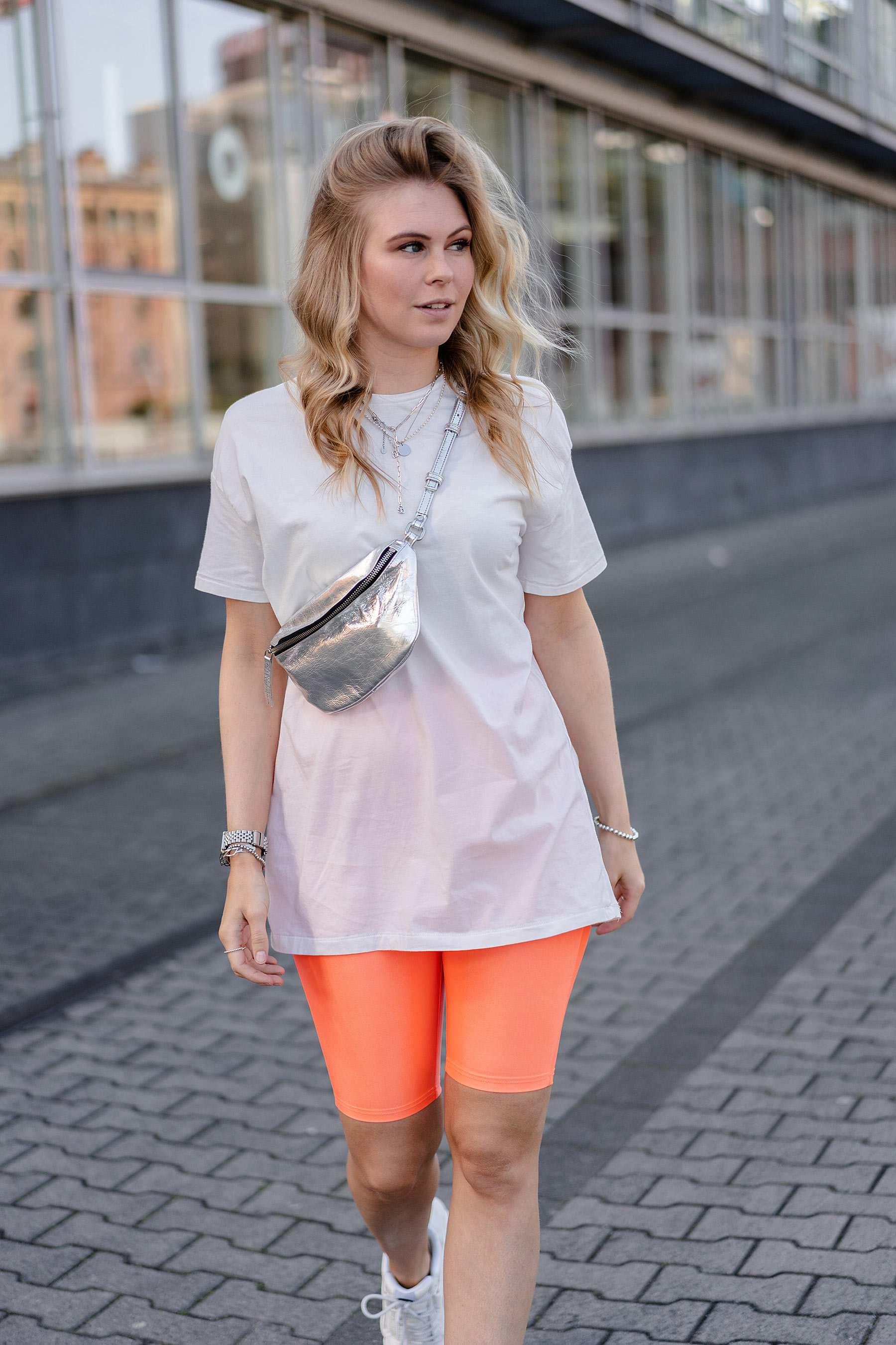 neon outfit frauen mode blogger sunnyinga