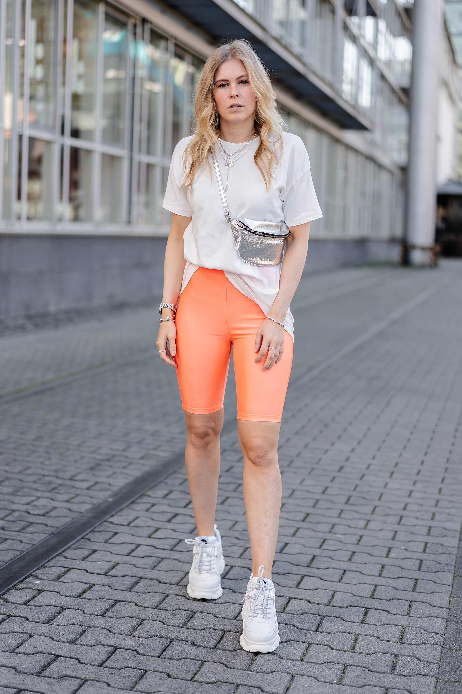 neon outfit streetstlye fashion blogger sunnyinga
