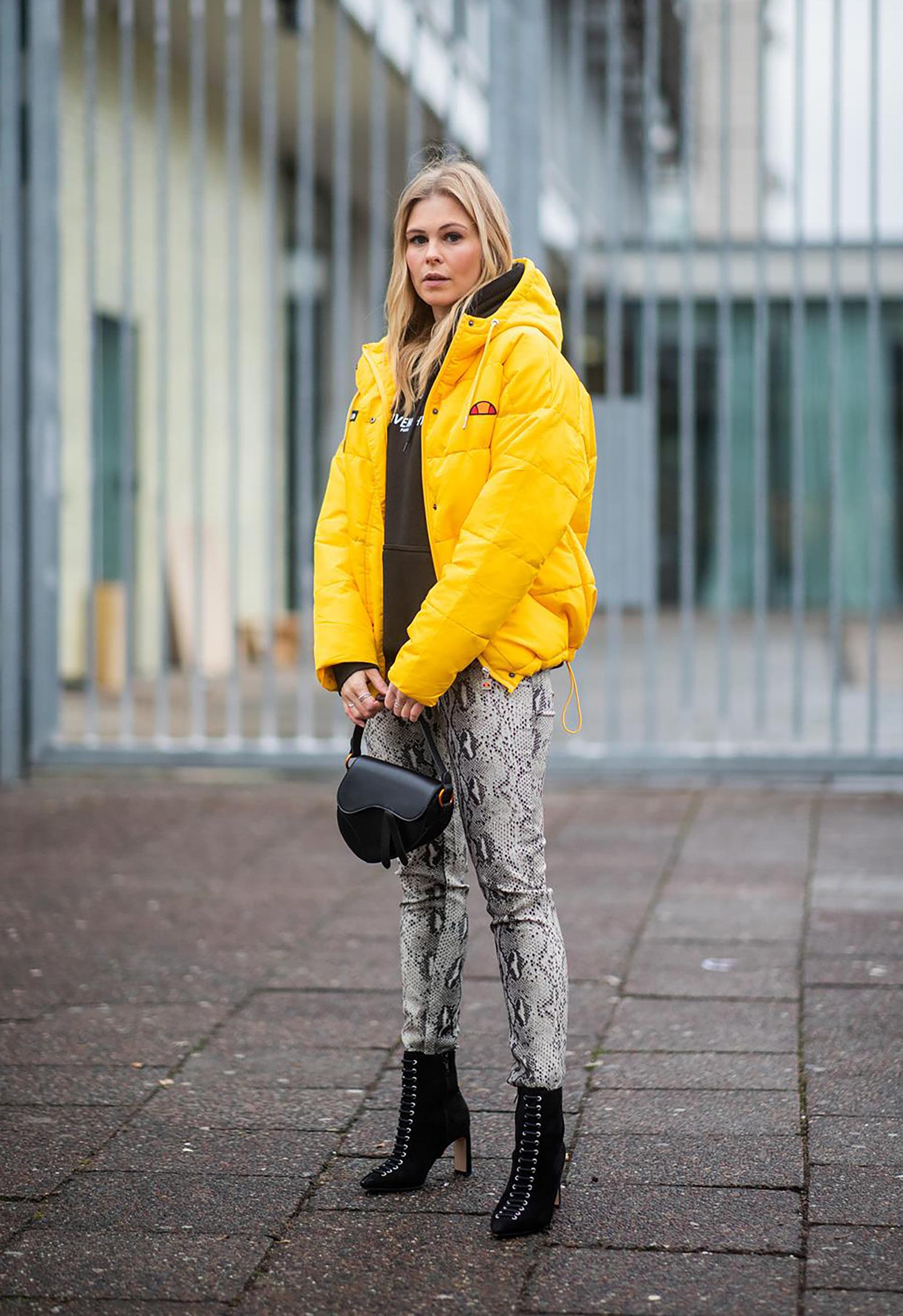 outfit hose mit schlangenmuster snakeprint fashion blogger sunnyinga
