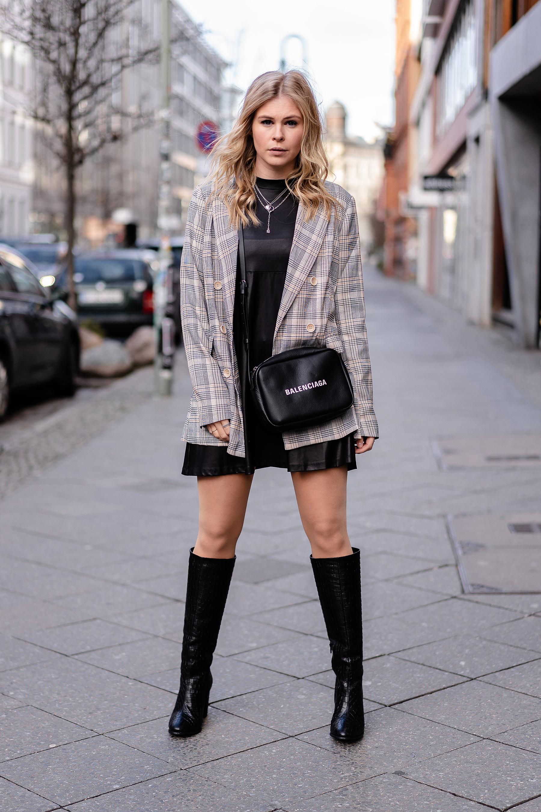 outfit lederkleid schwarz fashion blogger berlin sunnyinga