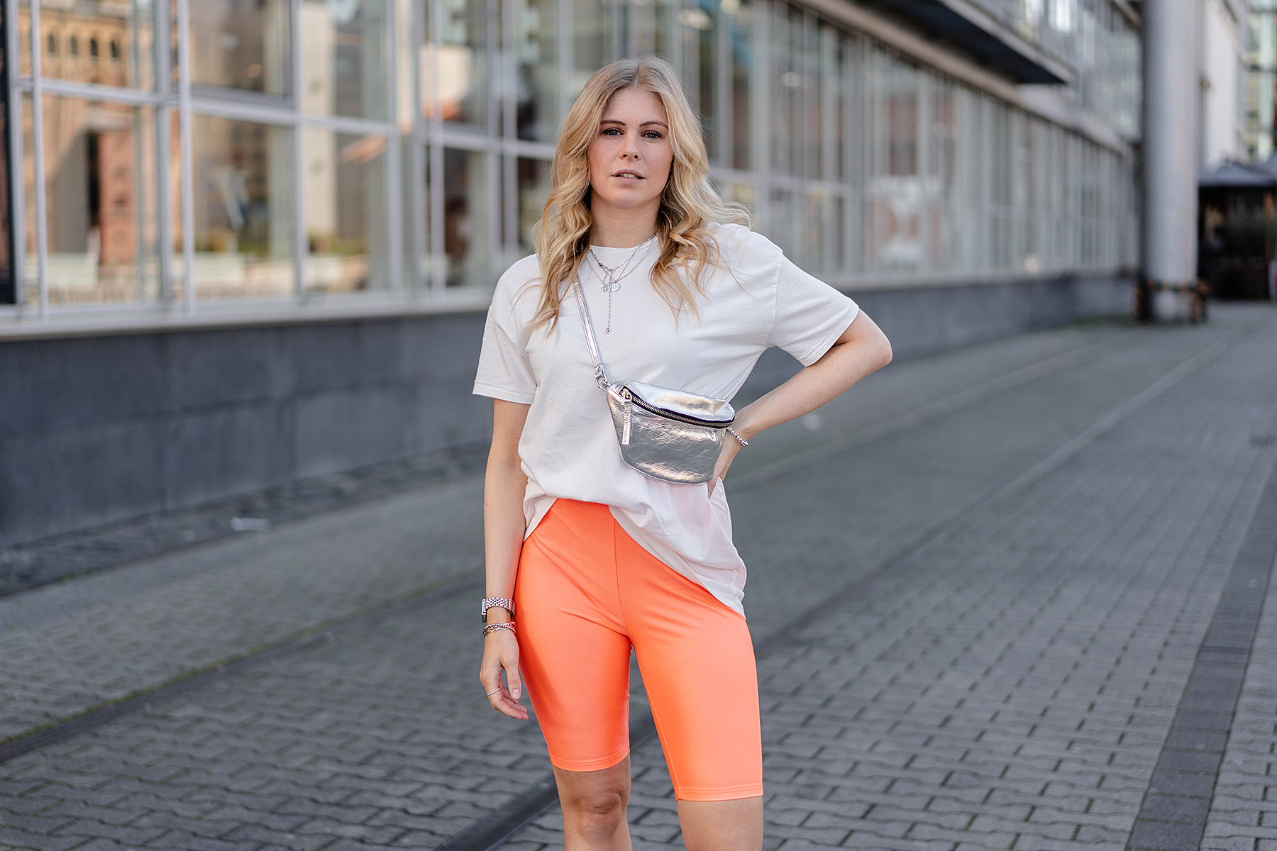 outfit neon radlerhose sportlich frauen fashion blogger sunnyinga