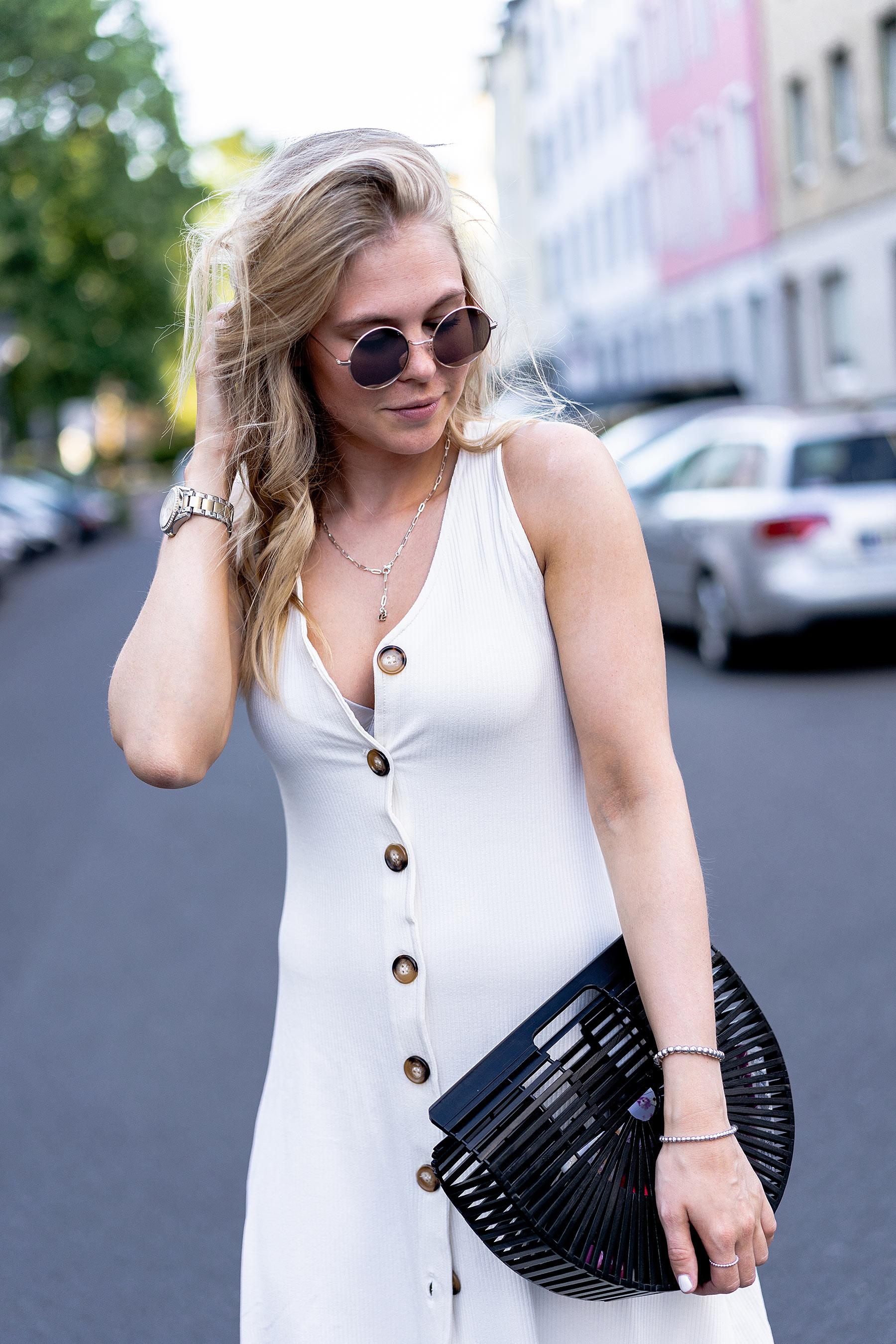outfit sommer kleid mit knöpfen modeblog sunnyinga