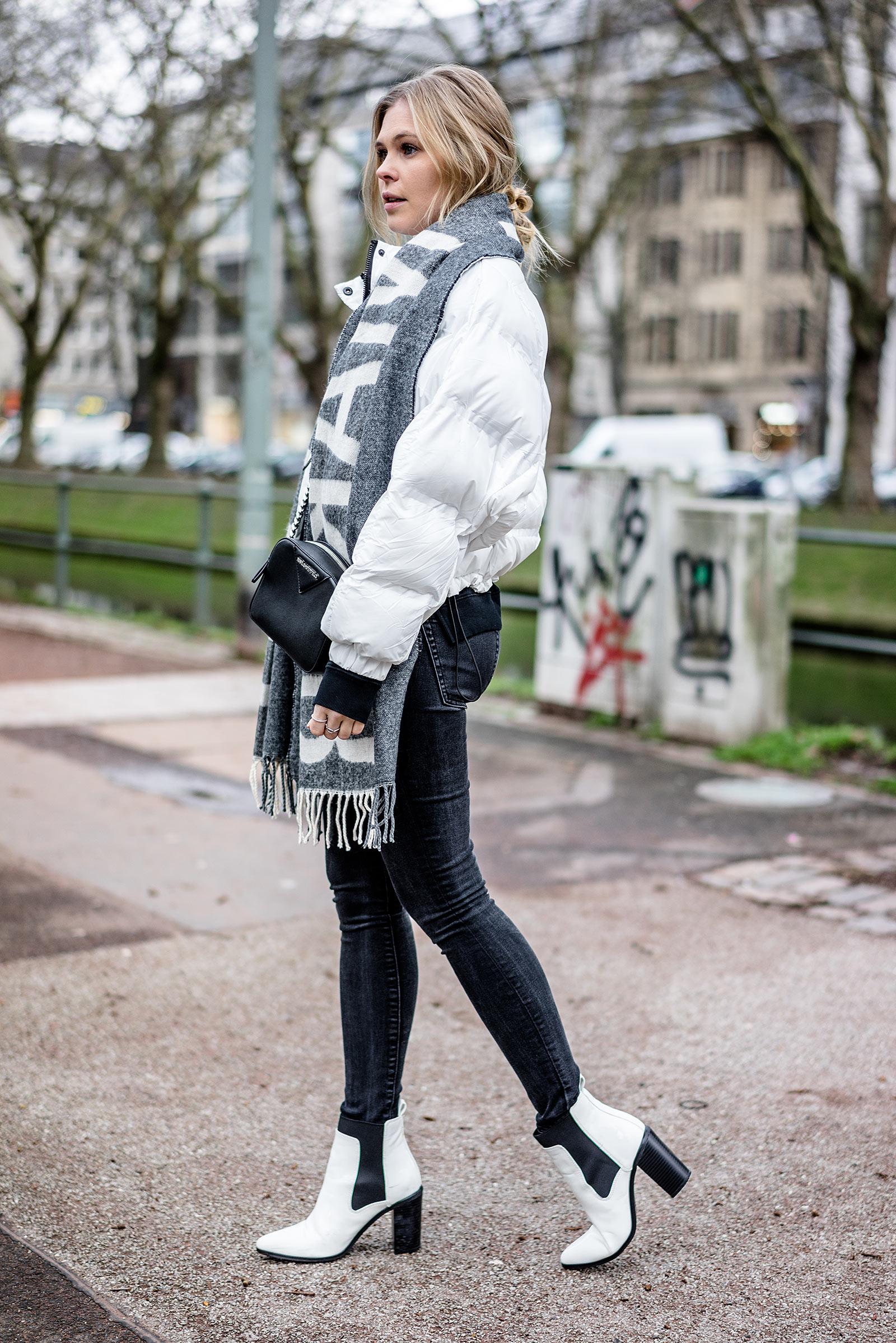 Outfit Statement Schal weisse Daunenjacke Fashion Blog Sunnyinga
