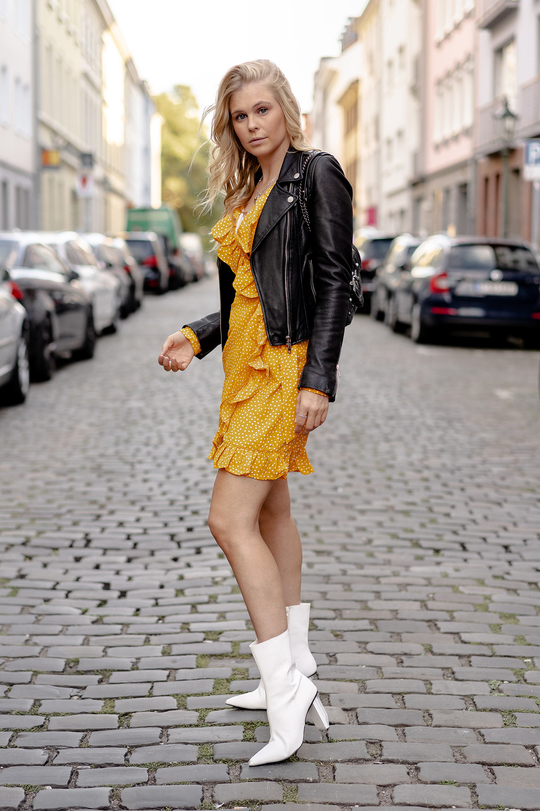outfit weisse boots fashion blogger düsseldorf sunnyinga