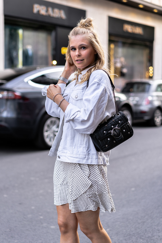 outfit weisse jeansjacke denim look modeblog sunnyinga