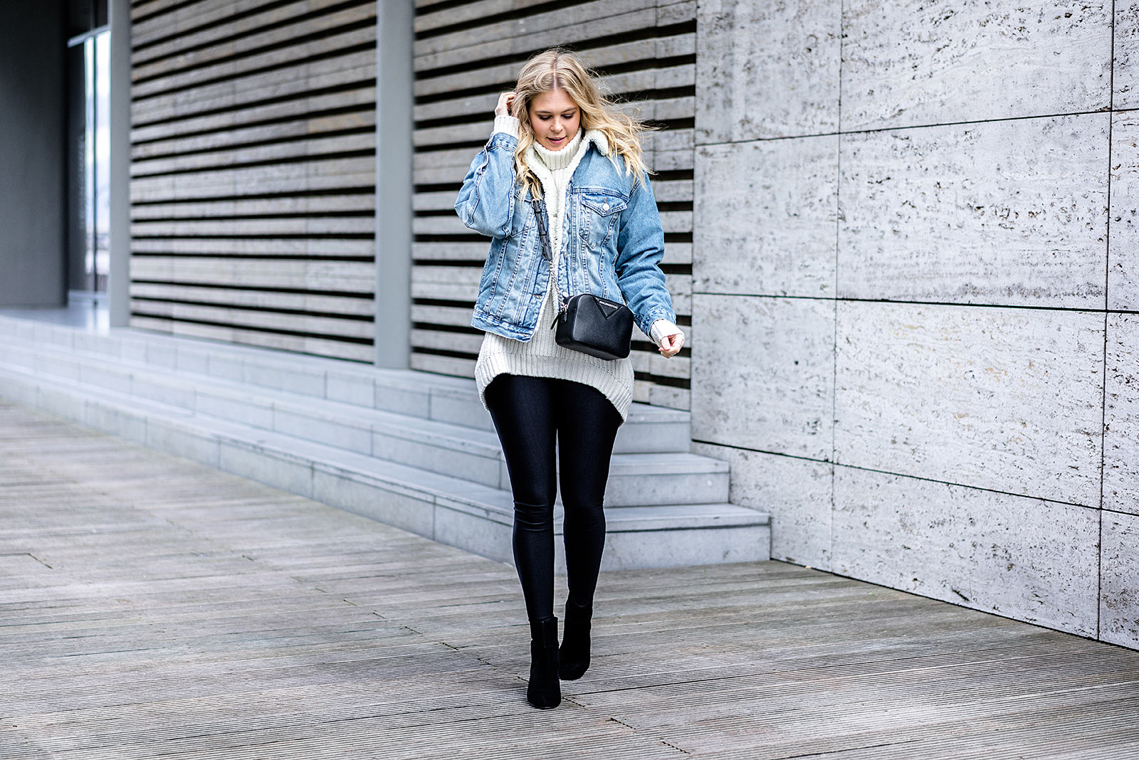 Outfit Winter Rollkragenpullover Fashion Blog Jeansjacke Sunnyinga