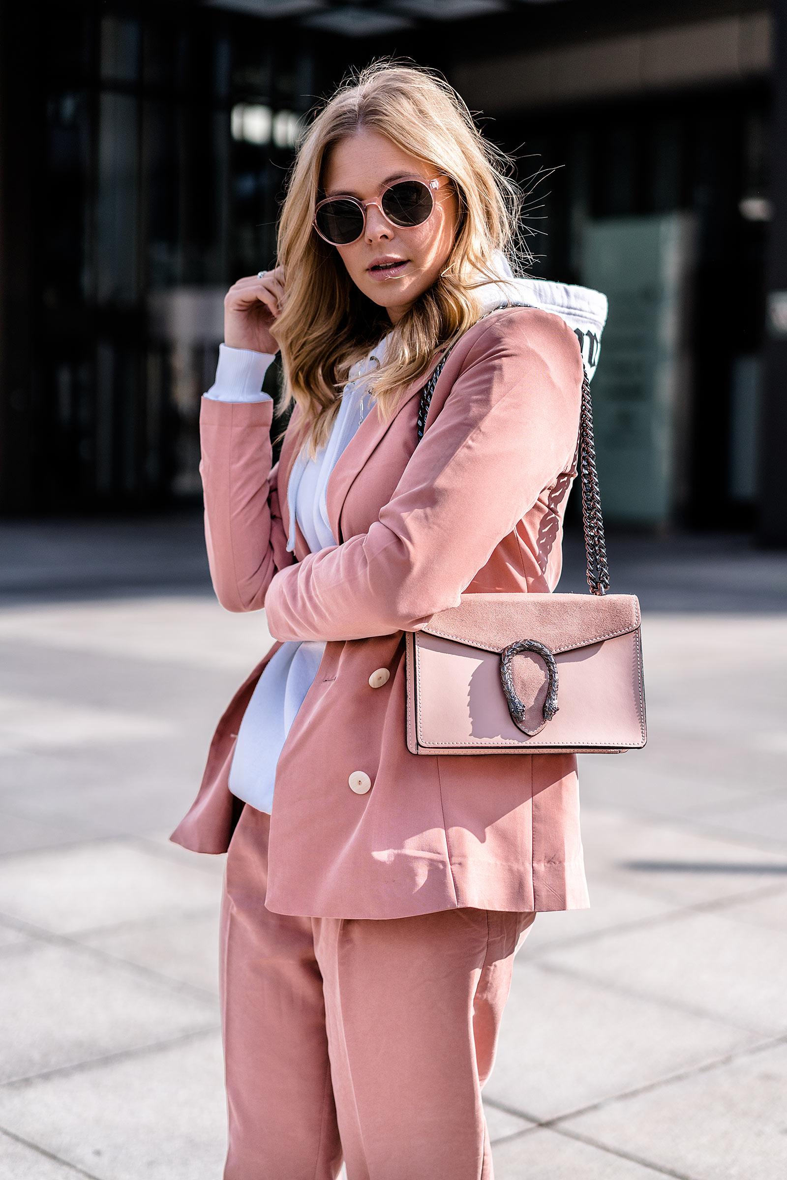 rosa hosenanzug casual outfit streetstyle fashion blogger sunnyinga