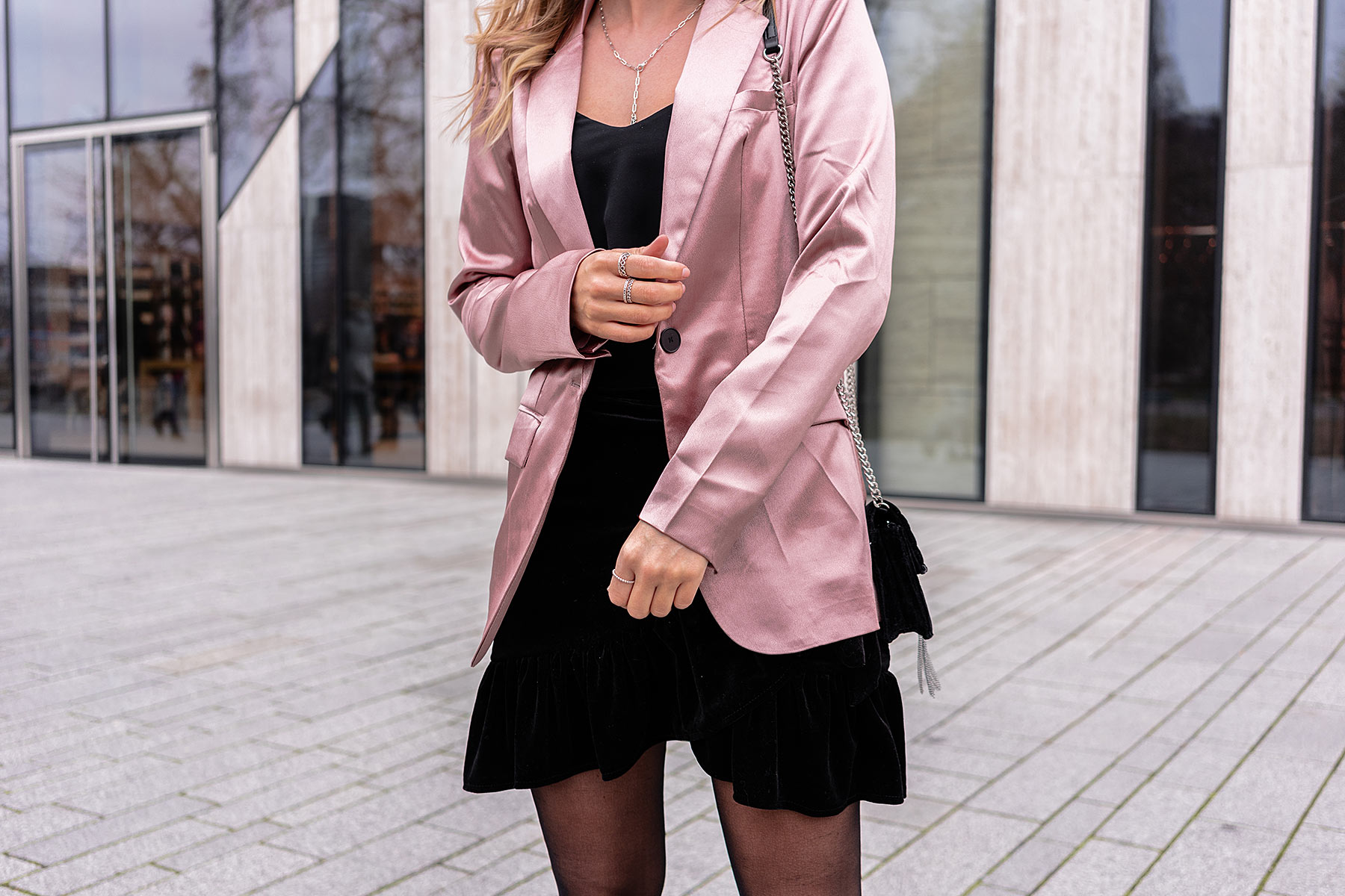 satin blazer outfit fashion blogger trend sunnyinga