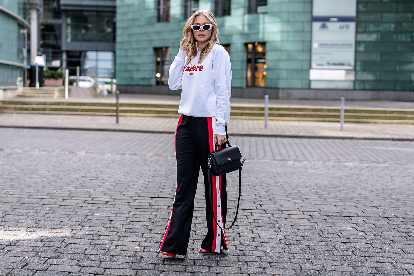 sporthose mit seitlichen druckknöpfen outfit streetstyle ootd trend sunnyinga