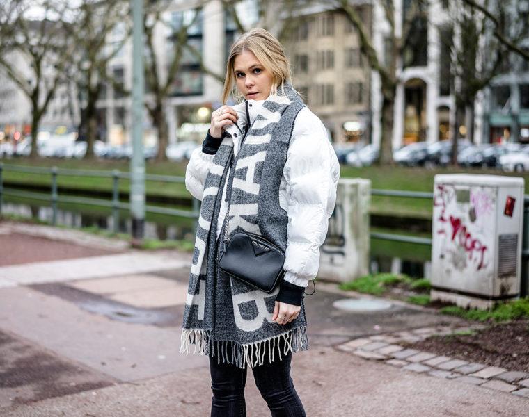 Statement Schal Outfit Daunenjacke weiss Streetstyle ootd Fashion Blogger Sunnyinga