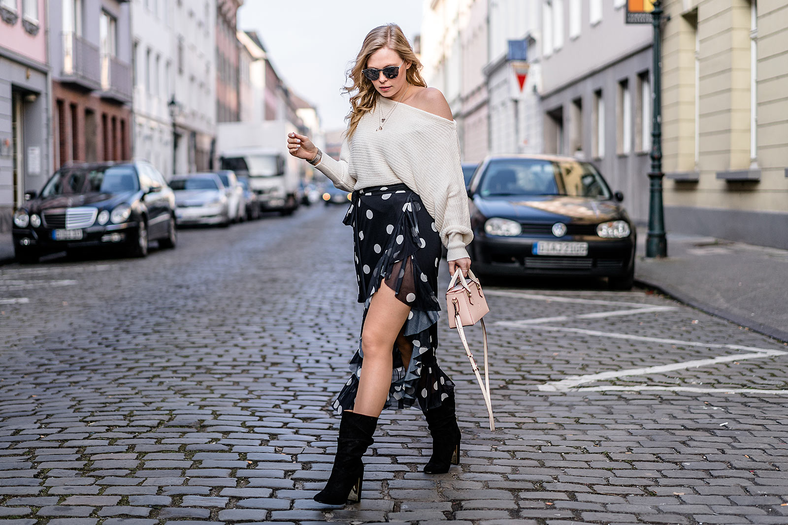 streetstyle düsseldorf sunnyinga fashion blogger outfit ootd trend rock polka dots