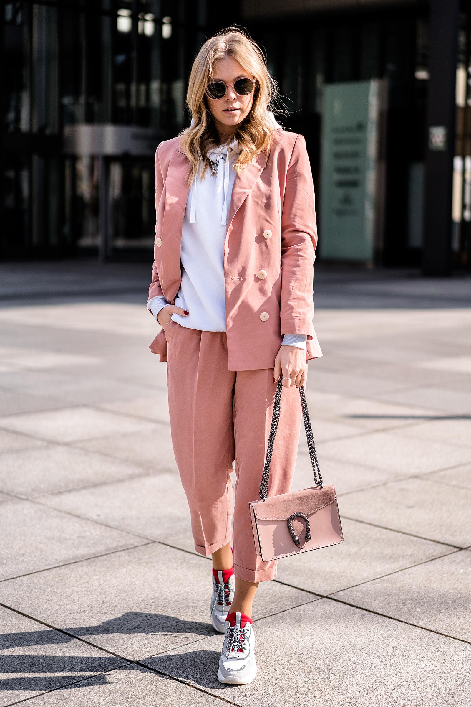 sunnyinga fashion blogger düsseldorf streetstyle outfit hosenanzug blog