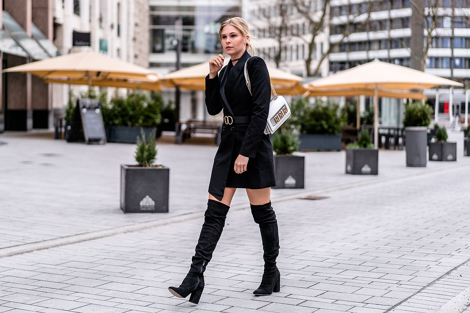 sunnyinga fashion blogger blazerkleid overknees outfit