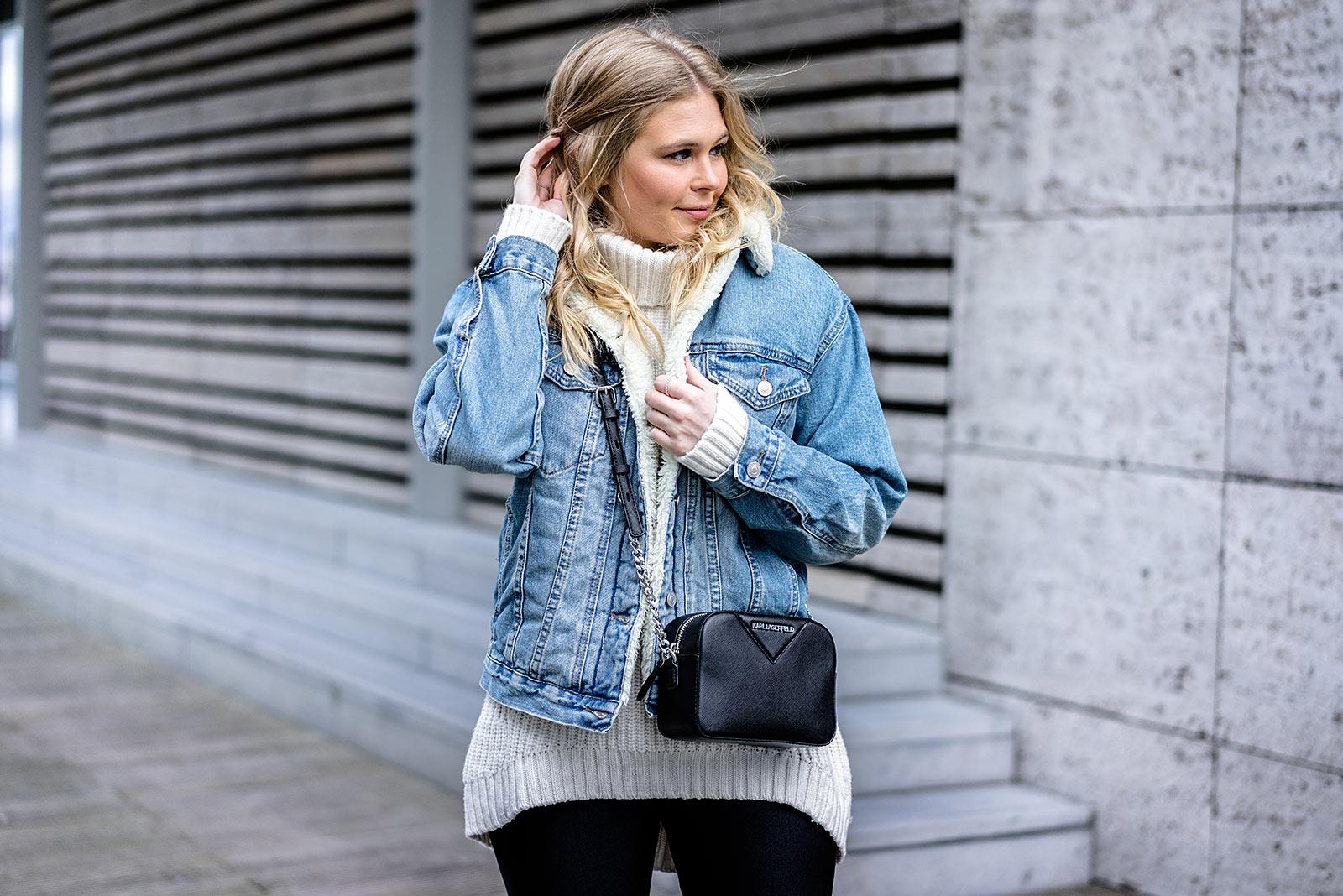 Sunnyinga Outfit Jeansjacke mit Fell Fashion Blogger Düsseldorf Streetstyle