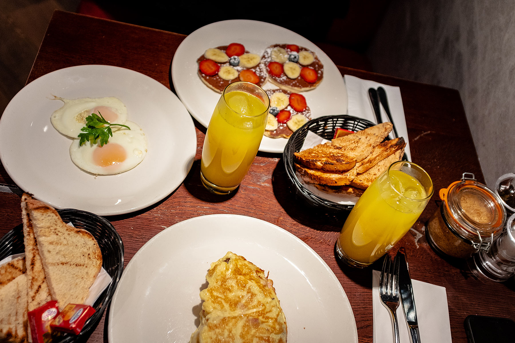 vq restaurant dorsett city hotel breakfast frühstück sunnyinga