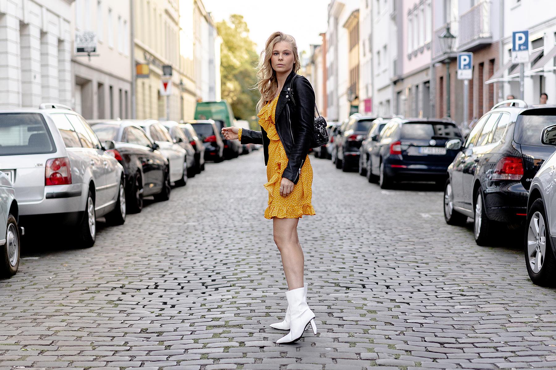 1001157e031e74 Trendalarm  Weiße Stiefel x Lederjacke - Fashion Blog » Sunnyinga