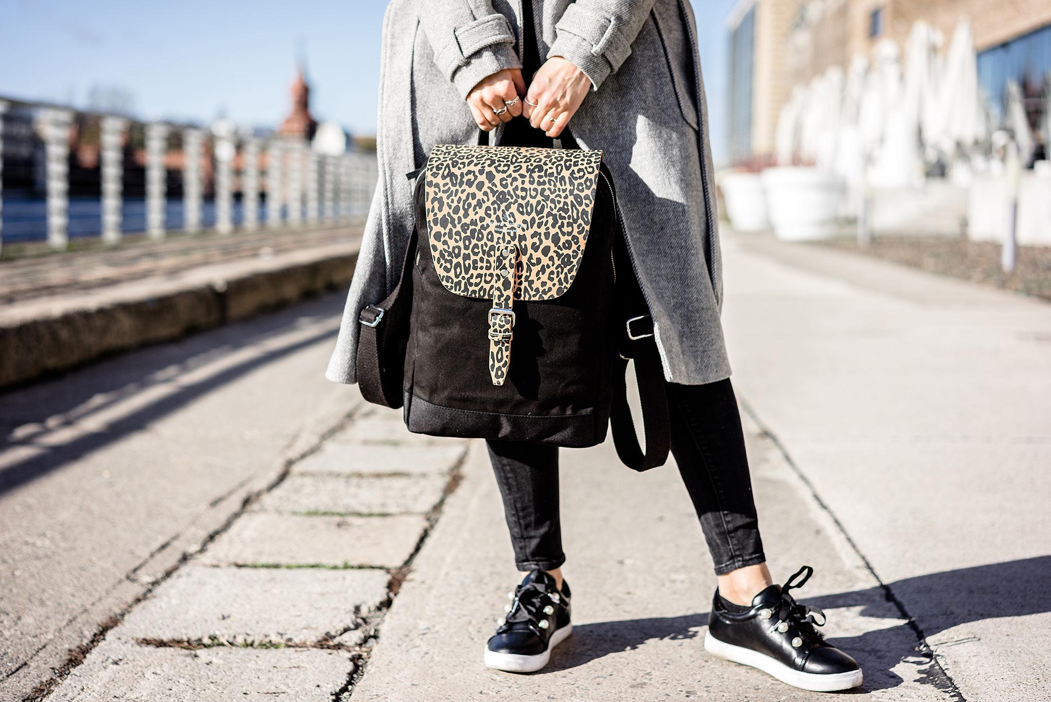 WIND & VIBES Rucksack Leooptik Flap schwarz Konfirgurator Modeblog Sunnyinga