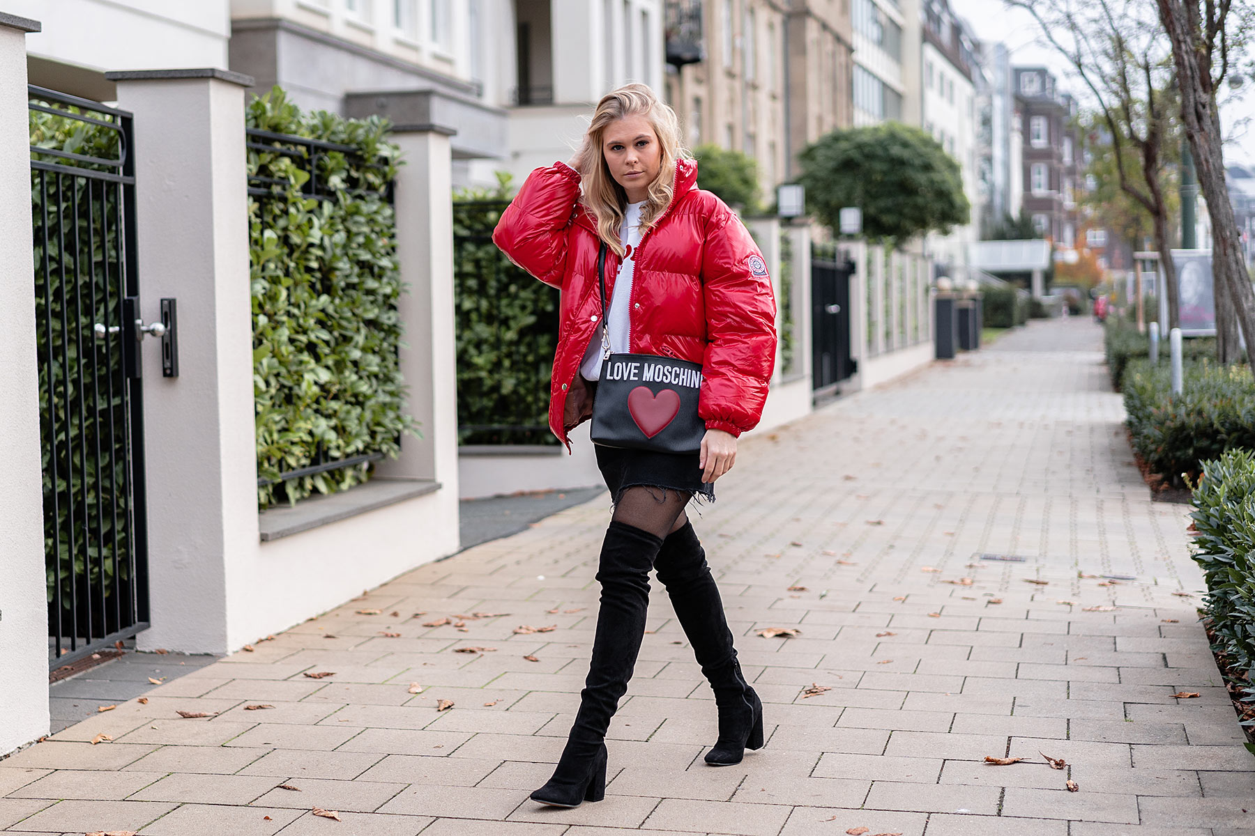 winter outfit overknees schwarz rote jacke fashion-blog sunnyinga